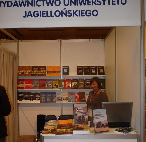 Stoisko Wydawnictwa Uniwersytetu Jagiellońskiego.