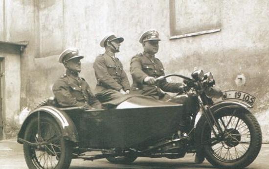 Jak przystało na prawdziwą mafię na liście płac Bruderferajn znaleźli się również funkcjonariusze policji.