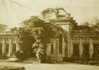 Zaniedbany budynek carskiej ambasady w Bukareszcie. Zdjęcie z okresu międzywojennego.