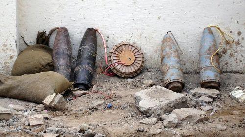 Improwizowane ładunki wybuchowe odkryte w Iraku w 2005 roku.
