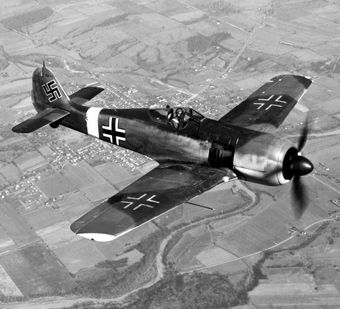 Focke-Wulfy Fw 190. Właśnie taki samolot, pilotowany przez Ernsta Reichla zniszczył post pontonowy w Zellin.