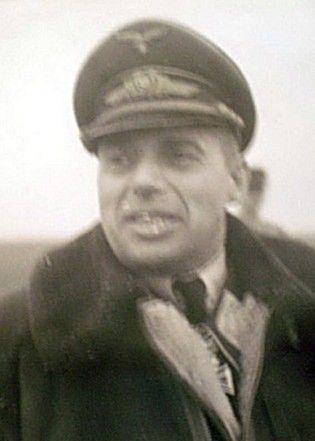 """Generalmajor Robert Fuchs, to on dowodził zgrupowaniem w skład którego wchodziła eskadra """"Leonidas"""" (KG-200 """"V"""") z której rekrutowali się niemieccy piloci-samobójcy."""