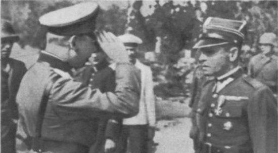 Od lat trwa spór kto dowodził obroną Westerplatte po nalocie z drugiego września. Na zdjęciu major Henryk Sucharski składa kapitulację na ręce generała Eberhardta.