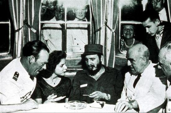 """Marita i Fidel na pokładzie MS """"Berlin"""". Zdjęcie zrobione 27 lutego 1959 r., czyli w dniu w którym wszystko się zaczęło."""