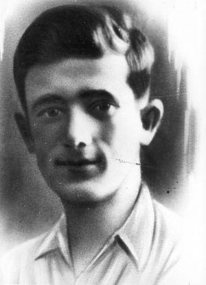 """Dowódca ŻOB Mordechaj Anielewicz (fotografia z książki """"Armia Izaaka"""")."""