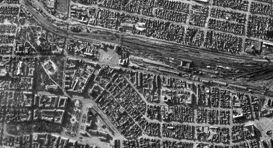 Niemieckie zdjęcie lotnicze, na którym uwieczniono centrum Stalingradu tuż przed bombardowaniem miasta z 23 sierpnia 1942 r.