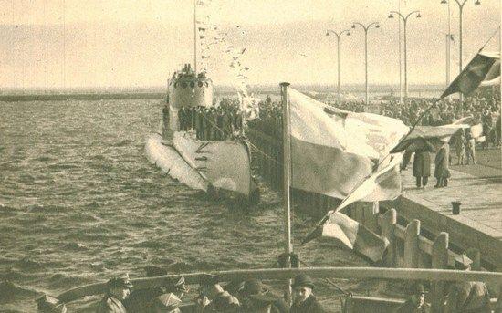 Uroczyste powitanie Orła w Gdyni 10 lutego 1939 r. Wtedy komandor Henryk Kłoczkowski był oklaskiwany. Kilka miesięcy później nie wytrzymał stresu i zdezerterował.