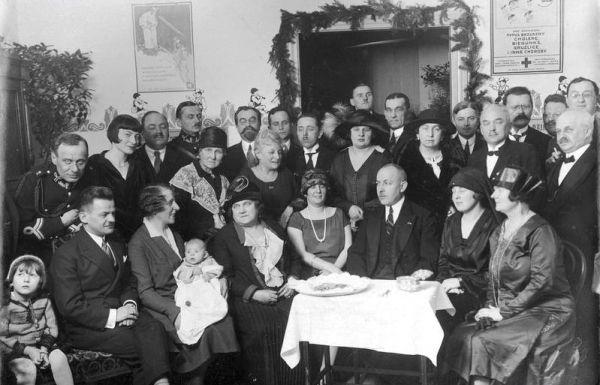 """Otwarcie przychodni Towarzystwa """"Kropla mleka"""" w Łodzi. Dzięki pojawieniu się takich przybytków młode matki miały coraz więcej możliwości."""