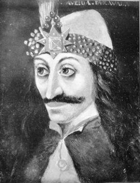 Zamiast panować i sobie folgować, Wład zaliczył pobyt w więzieniu i małżeństwo z rozsądku. Nic dziwnego, że na wszystkich portretach ma nietęgą minę.