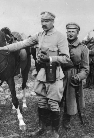 Już w czasach Legionów Polskich oficerom przysługiwał ordynans. Na zdjęciu brygadier Józef Piłsudski i jego ordynans Szymkiewicz.
