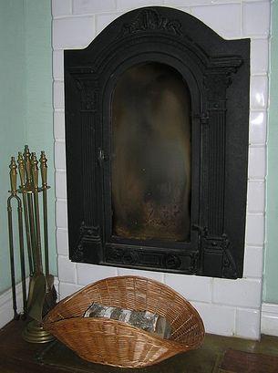 Być może w podobnym piecu zostały spalone zwłoki nieszczęsnego Władysława Pawełkiewicza (fot. Beentree; lic. Creative Commons 3.0).
