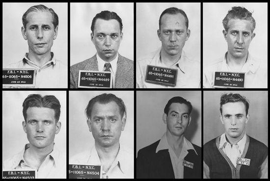 Cała ósemka niedoszłych niemieckich dywersantów. Policyjne zdjęcia wykonane po ich aresztowaniu. Pierwszy od lewej w górnym rzędzie George Dasch.