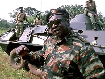 """Idi Amin w bałwochwalczym filmie """"Generał""""."""