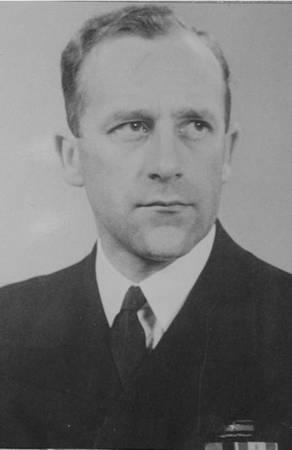 """Kapitan Bolesław Romanowski. To jemu przypadł wątpliwy przywilej dowodzenia ORP """"Jastrząb""""."""