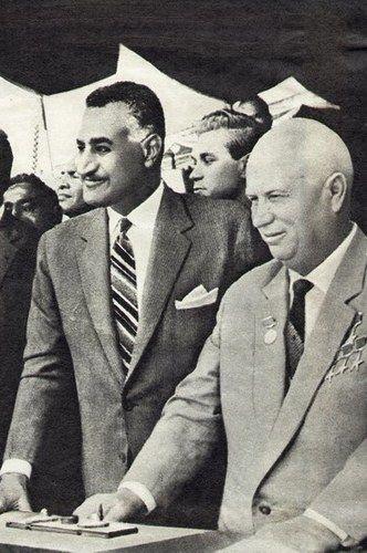 Gamal Abdel Naser (po lewej) i radziecki przywódca Nikita Chruszczow. Egipt 1964.