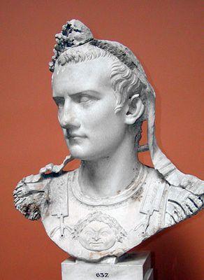 Kaligula miał ponoć zamieniać twarze bogów przedstawione na posągach na własną (fot. Louis le Grand; lic. GNU FDL 1.2).