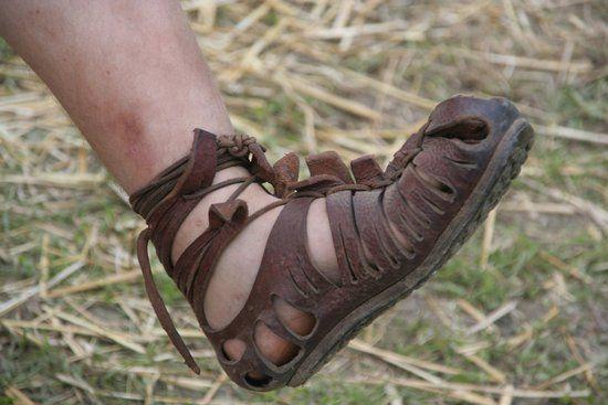 Rzymskie Caligae, to od nazwy tego rodzaju wojskowego obuwia pochodził przydomek Kaliguli (fot. MatthiasKabel; lic. GNU FDL 1.2)