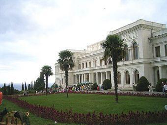 Piękny pałac w Liwadii, w którym podczas konferencji jałtańskiej mieszkała amerykańska delegacja (fot. Voevoda; lic. CC ASA 2.5).