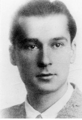 """Zbigniew Ścibor-Rylski """"Motyl"""". To on dowodził akcją desantu kanałowego na plac Bankowy."""