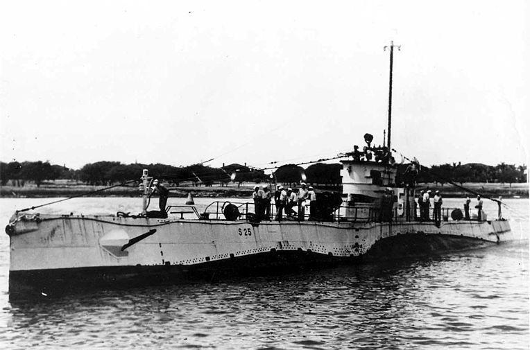 Nowiutki S-25 na zdjęciu wykonanym w 1923 lub 1924 r., prawdopodobnie w bazie New London. Kilkanaście lat później jego jedynym atutem miała być lodówka.