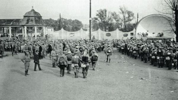 Koncentracja strzelców na krakowskich Oleandrach w sierpniu 1914.