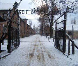 01. Auschwitz I - brama
