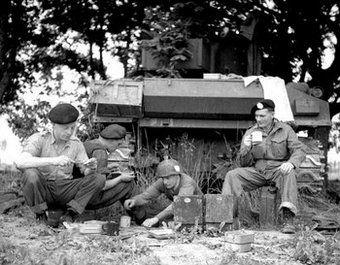 Brytyjscy czołgiści zawsze znajdowali czas na napicie się herbaty. Wojna ważna rzecz, ale trzeba mieć jakieś priorytety.