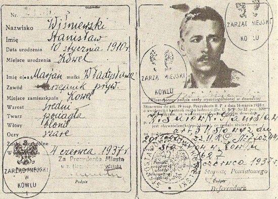 """Po swej """"śmierci"""" Stanisław Tomaszewski otrzymał nową tożsamość. Oto jedne z jego fałszywych dokumentów. Ilustracja pochodzi ze wspomnień """"Malarza"""" zatytułowanych """"Benefis konspiratora""""."""
