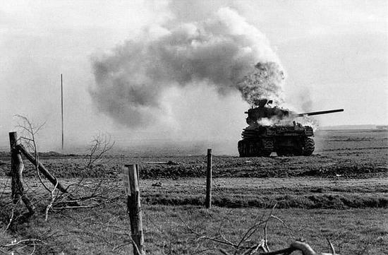 """Shemany były powszechnie używane w alianckich jednostkach pancernych. Niestety miały wiele wad, jedną z najpoważniejszych było częste stawanie w płomieniach. Dlatego Niemcy nazywali je """"kuchenkami do gotowania Brytoli"""", z kolei sami Wyspiarze ochrzcili je Ronsonami (marka niezawodnych zapalniczek)."""