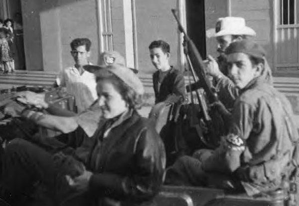 """Aleida i inni partyzanci z oddziału Che. Cabaiguán, kampania w Las Villas, 1958 rok (zdjęcie udostępnione przez wydawnictwo SQN, pochodzi z książki """"Mój Che"""").."""
