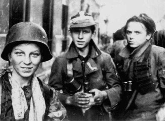 Czy ci chłopcy byliby gotowi bić się w sojuszu z hitlerowcami? Chyba niekoniecznie.