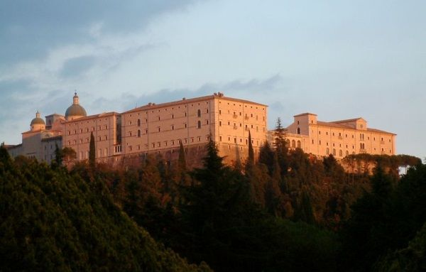 Tak słynny klasztor wygląda współcześnie... (zdjęcie autorstwa Halibutt, lic. CC ASA 3.0)