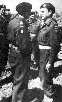 Dowódca polskich komandosów Władysława Smrokowski (po prawej) wraz z gen. Andersem.