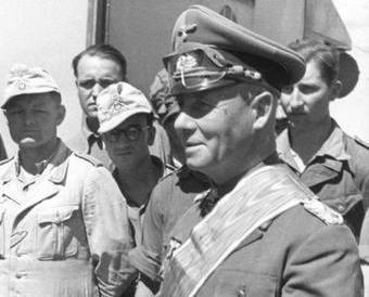 """Erwin Rommel - """"Lis Pustyni"""". Brytyjczycy za wszelką cenę chcieli go wyeliminować przed planowaną ofensywą (źródło: Bundesarchiv; lic. CC-BY-SA)."""