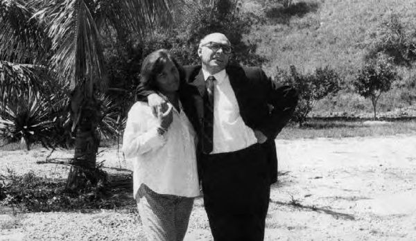 """Aleida i jej mąż - przystojny Che Guevara - ucharakteryzowany na """"przyjaciela Urugwaju""""."""