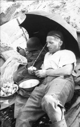 Wróg także musiał jeść. Niemiecki żołnierz w Powstańczej Warszawie.