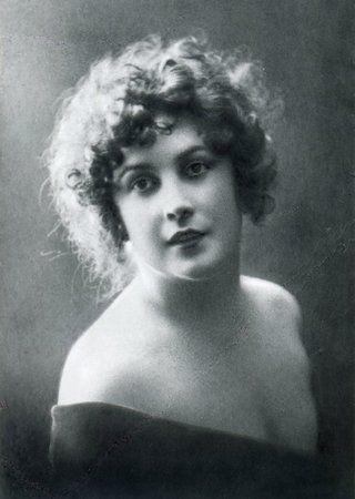 Agnessa Mironowa miała w oku ten błysk, który sprawiał, że pożądali jej mężczyźni…