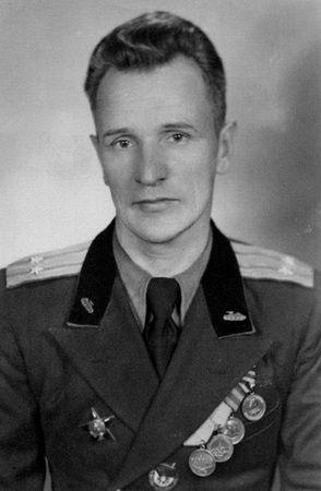 Kołobanow już jako podpułkownik. Wśród odznaczeń widoczny m.in. Order Czerwonego Sztandaru otrzymany za akcję z 19 sierpnia.