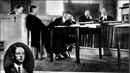Zdjęcie z procesu Kürtena. Interesowała się nim prasa w całej Europie.