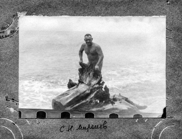 Jeżdżąc na resortowe wakacje i pływając nago w Morzu Czarnym(jak na zdj.) Mironow nawet nie przypuszczał jaki los czeka go już całkiem niedługo...