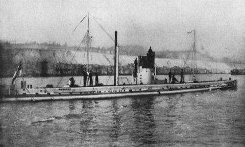 U-9 - okręt kapitana Otto Weddigena gotowy do kolejnego rejsu bojowego. Może i tym razem uda się posłać na dno jakiś wraży statek, a może i okręt wojenny?