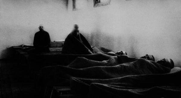 Szpital obozowy w Workucie. W podobnej placówce pracowała Mironowa, która przed aresztowaniem przez pewien studiowała medycynę . Szpitale obozowe były wobec braku wszelkich środków medycznych były zwyczajnymi umieralniami.