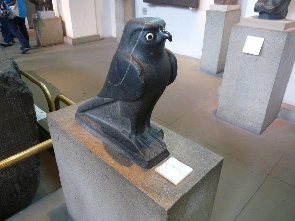 Horus jako sokół w zbiorach British Museum (fot. Aleksandra Zaprutko-Janicka)