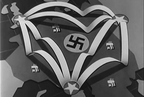 """Kadr z amerykańskiego filmu propagandowego nagranego na zlecenie Departamentu Wojny pt. """"Operation Titanic"""". Widać tutaj trasy lotów amerykańskich samolotów startujących z baz w Wielkiej Brytanii i Włoszech, a następnie lądujących na radzieckich lotniskach w trakcie operacji """"Frantic""""."""