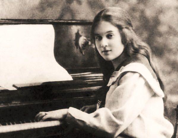 Młodziutka Lubow miała zostać pianistką, zamiast tego została... pożeraczką męskich serc.