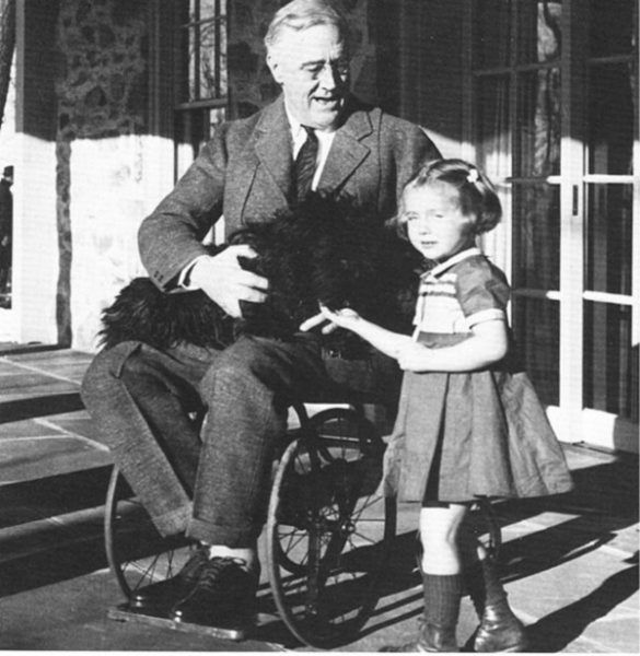 Najsłynniejszym chorym cierpiącym z powodu polio był Franklin D. Roosevelt.