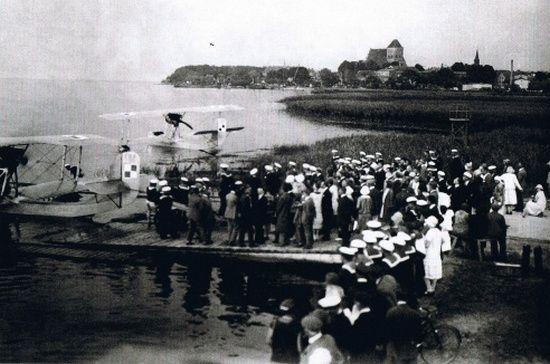 Po bombardowaniu z 1 września samoloty Morskiego Dywizjonu lotniczego przeniesiono z Pucka na drugą stronę Zatoki Gdańskiej i `rozlokowano je wzdłuż Półwyspu Helskiego, na odcinku od Kuźnicy do Juraty.