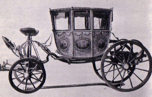Osiemnastowieczna kareta. Pojazd, czy dom schadzek na kółkach?