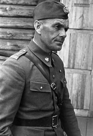 """Przystępując do formowania jednostki pancernej Berling doskonale zdawał sobie sprawę, że trzeba będzie sięgnąć po sowieckich czołgistów. Zdjęcie z książki Kacpra Śledzińskiego """"Tankiści"""" (Znak Horyzont 2014)."""