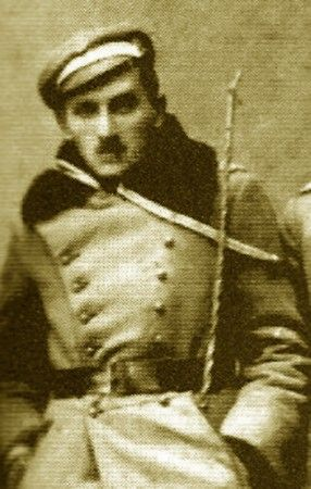 Ułan Michał Tadeusz Brzęk-Osiński wspominał, że rodzice zgłaszających się w szeregi strzeleckie uważali ich niepodległościowe porywy za szkodliwe szaleństwo.